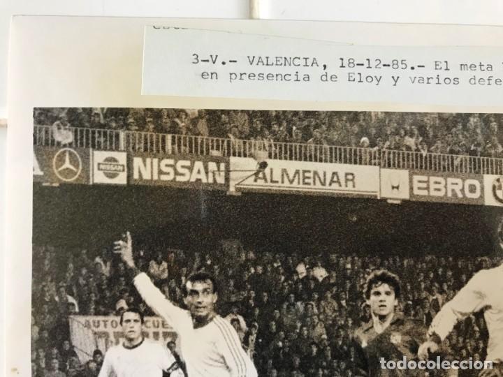 Coleccionismo deportivo: 27 FOTOGRAFIAS FUTBOL SELECCION ESPAÑOLA - AÑOS 1980 - ARCONADA, MICHEL, SATRUSTEGUI, SANTILLANA,... - Foto 35 - 133902658