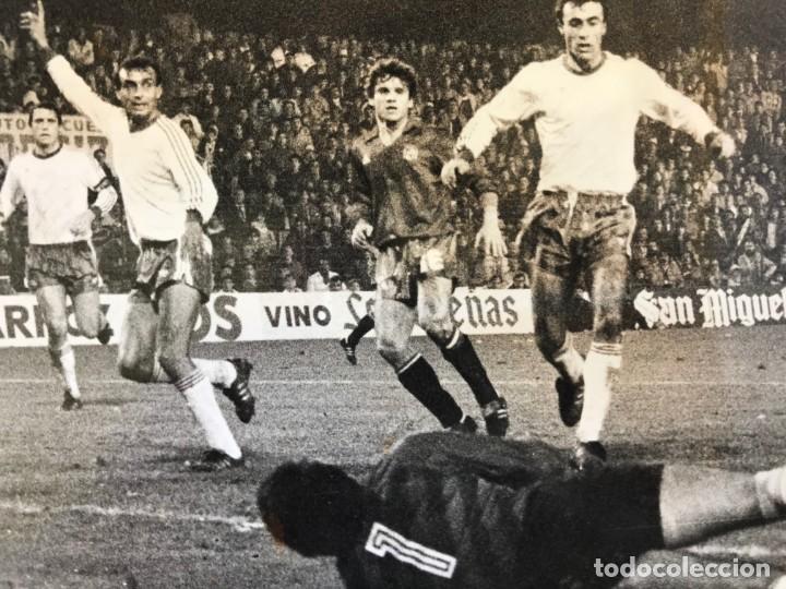 Coleccionismo deportivo: 27 FOTOGRAFIAS FUTBOL SELECCION ESPAÑOLA - AÑOS 1980 - ARCONADA, MICHEL, SATRUSTEGUI, SANTILLANA,... - Foto 36 - 133902658