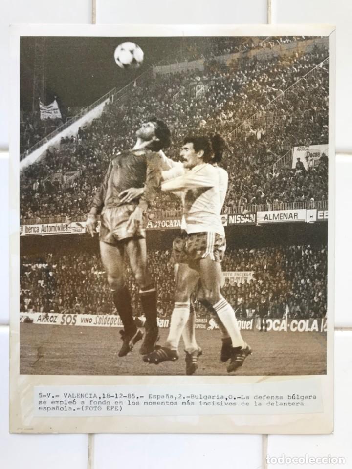 Coleccionismo deportivo: 27 FOTOGRAFIAS FUTBOL SELECCION ESPAÑOLA - AÑOS 1980 - ARCONADA, MICHEL, SATRUSTEGUI, SANTILLANA,... - Foto 37 - 133902658