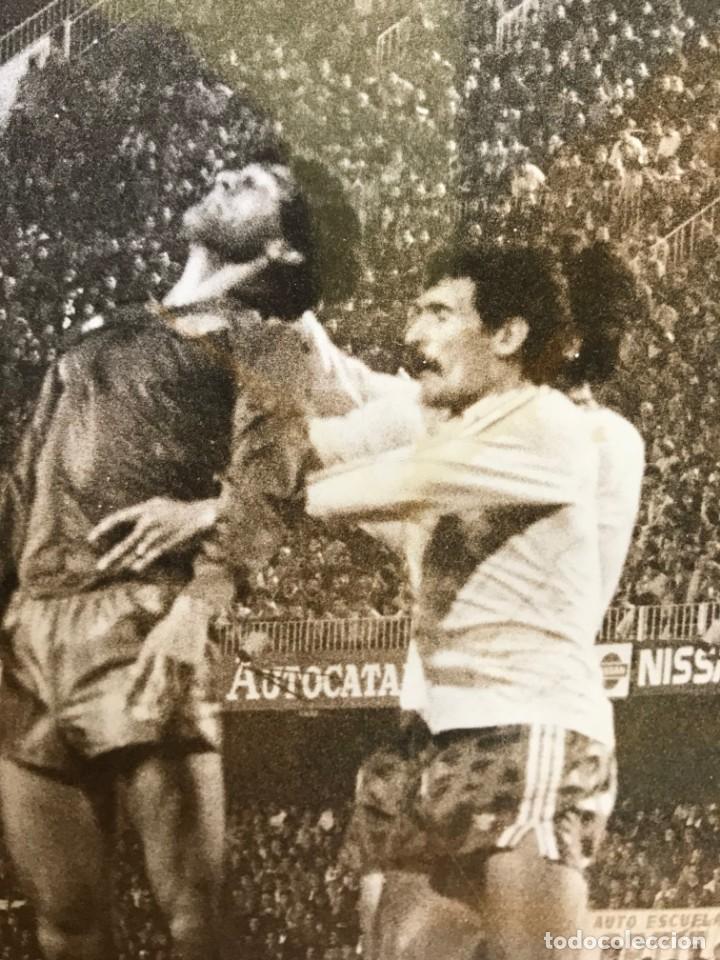 Coleccionismo deportivo: 27 FOTOGRAFIAS FUTBOL SELECCION ESPAÑOLA - AÑOS 1980 - ARCONADA, MICHEL, SATRUSTEGUI, SANTILLANA,... - Foto 39 - 133902658