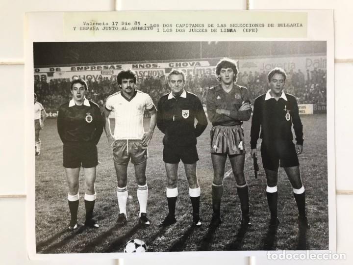 Coleccionismo deportivo: 27 FOTOGRAFIAS FUTBOL SELECCION ESPAÑOLA - AÑOS 1980 - ARCONADA, MICHEL, SATRUSTEGUI, SANTILLANA,... - Foto 40 - 133902658