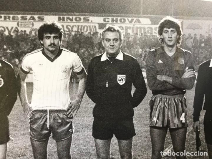 Coleccionismo deportivo: 27 FOTOGRAFIAS FUTBOL SELECCION ESPAÑOLA - AÑOS 1980 - ARCONADA, MICHEL, SATRUSTEGUI, SANTILLANA,... - Foto 42 - 133902658