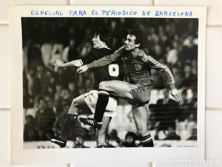 Coleccionismo deportivo: 27 FOTOGRAFIAS FUTBOL SELECCION ESPAÑOLA - AÑOS 1980 - ARCONADA, MICHEL, SATRUSTEGUI, SANTILLANA,... - Foto 43 - 133902658
