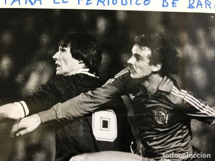 Coleccionismo deportivo: 27 FOTOGRAFIAS FUTBOL SELECCION ESPAÑOLA - AÑOS 1980 - ARCONADA, MICHEL, SATRUSTEGUI, SANTILLANA,... - Foto 44 - 133902658