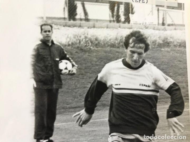 Coleccionismo deportivo: 27 FOTOGRAFIAS FUTBOL SELECCION ESPAÑOLA - AÑOS 1980 - ARCONADA, MICHEL, SATRUSTEGUI, SANTILLANA,... - Foto 47 - 133902658
