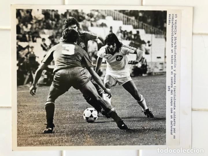 Coleccionismo deportivo: 27 FOTOGRAFIAS FUTBOL SELECCION ESPAÑOLA - AÑOS 1980 - ARCONADA, MICHEL, SATRUSTEGUI, SANTILLANA,... - Foto 51 - 133902658