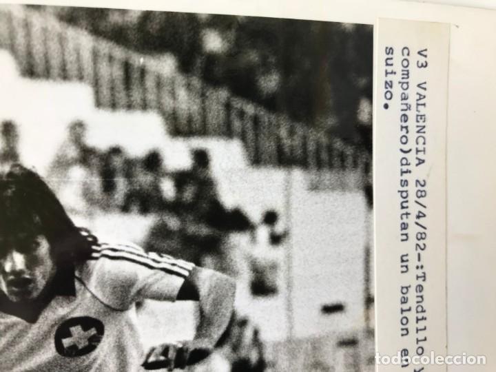 Coleccionismo deportivo: 27 FOTOGRAFIAS FUTBOL SELECCION ESPAÑOLA - AÑOS 1980 - ARCONADA, MICHEL, SATRUSTEGUI, SANTILLANA,... - Foto 52 - 133902658