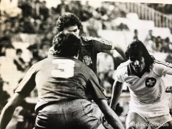Coleccionismo deportivo: 27 FOTOGRAFIAS FUTBOL SELECCION ESPAÑOLA - AÑOS 1980 - ARCONADA, MICHEL, SATRUSTEGUI, SANTILLANA,... - Foto 53 - 133902658