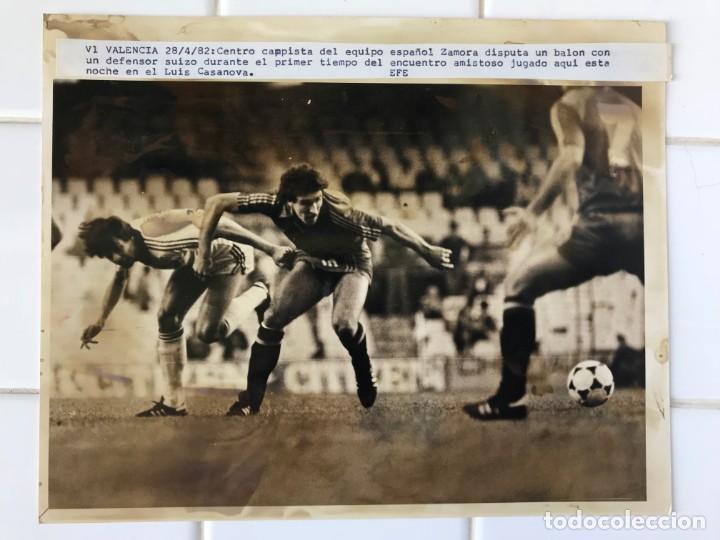 Coleccionismo deportivo: 27 FOTOGRAFIAS FUTBOL SELECCION ESPAÑOLA - AÑOS 1980 - ARCONADA, MICHEL, SATRUSTEGUI, SANTILLANA,... - Foto 54 - 133902658