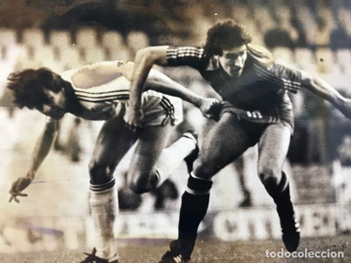 Coleccionismo deportivo: 27 FOTOGRAFIAS FUTBOL SELECCION ESPAÑOLA - AÑOS 1980 - ARCONADA, MICHEL, SATRUSTEGUI, SANTILLANA,... - Foto 56 - 133902658