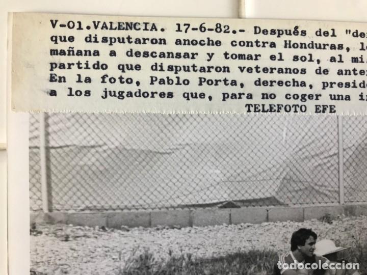Coleccionismo deportivo: 27 FOTOGRAFIAS FUTBOL SELECCION ESPAÑOLA - AÑOS 1980 - ARCONADA, MICHEL, SATRUSTEGUI, SANTILLANA,... - Foto 58 - 133902658