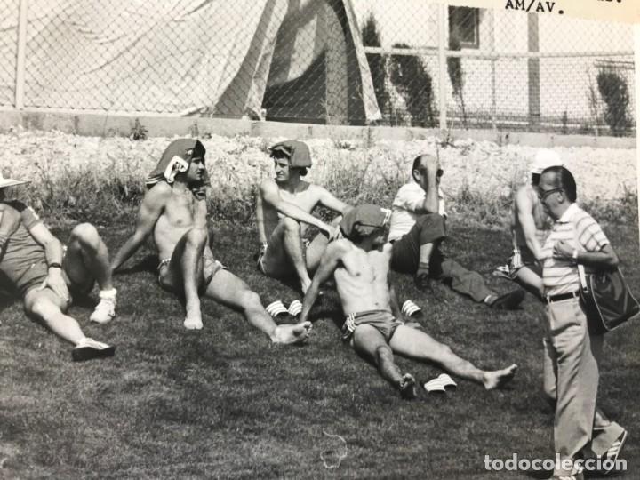 Coleccionismo deportivo: 27 FOTOGRAFIAS FUTBOL SELECCION ESPAÑOLA - AÑOS 1980 - ARCONADA, MICHEL, SATRUSTEGUI, SANTILLANA,... - Foto 60 - 133902658