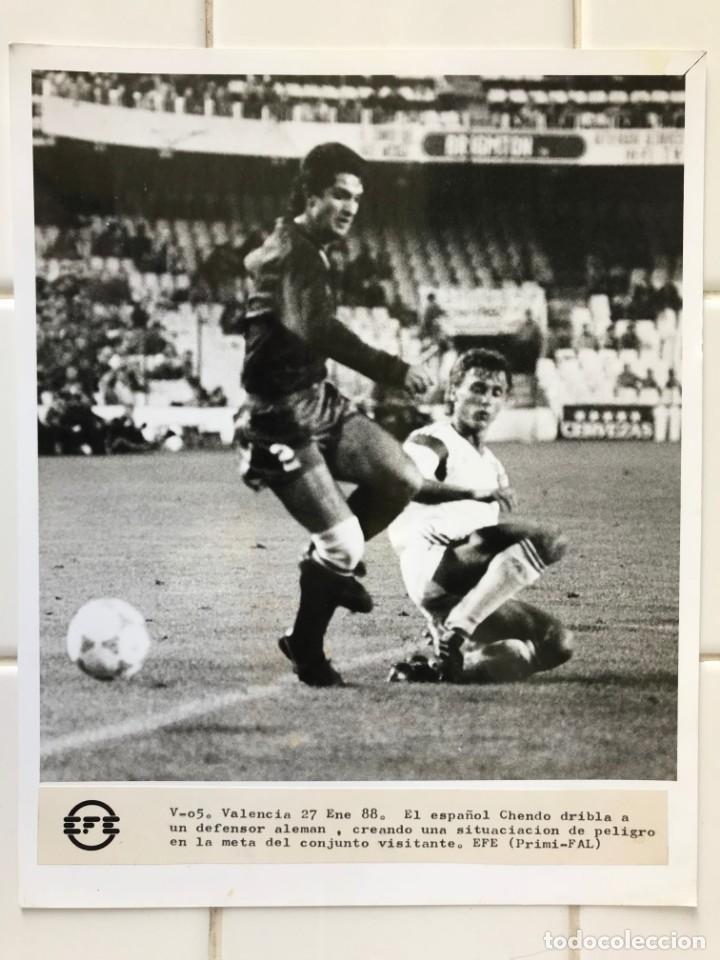 Coleccionismo deportivo: 27 FOTOGRAFIAS FUTBOL SELECCION ESPAÑOLA - AÑOS 1980 - ARCONADA, MICHEL, SATRUSTEGUI, SANTILLANA,... - Foto 61 - 133902658