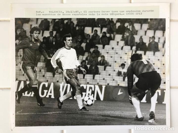 Coleccionismo deportivo: 27 FOTOGRAFIAS FUTBOL SELECCION ESPAÑOLA - AÑOS 1980 - ARCONADA, MICHEL, SATRUSTEGUI, SANTILLANA,... - Foto 64 - 133902658