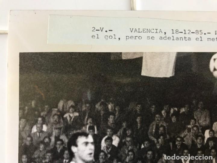 Coleccionismo deportivo: 27 FOTOGRAFIAS FUTBOL SELECCION ESPAÑOLA - AÑOS 1980 - ARCONADA, MICHEL, SATRUSTEGUI, SANTILLANA,... - Foto 67 - 133902658