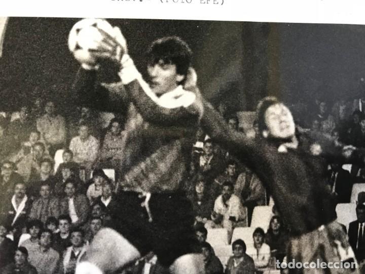 Coleccionismo deportivo: 27 FOTOGRAFIAS FUTBOL SELECCION ESPAÑOLA - AÑOS 1980 - ARCONADA, MICHEL, SATRUSTEGUI, SANTILLANA,... - Foto 68 - 133902658