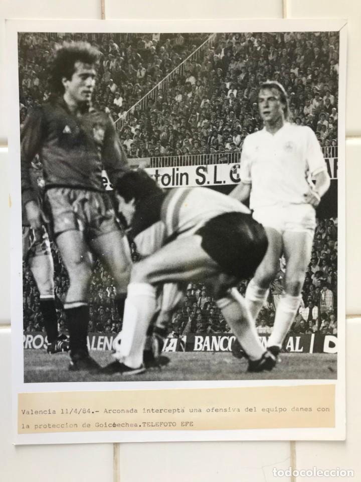Coleccionismo deportivo: 27 FOTOGRAFIAS FUTBOL SELECCION ESPAÑOLA - AÑOS 1980 - ARCONADA, MICHEL, SATRUSTEGUI, SANTILLANA,... - Foto 69 - 133902658