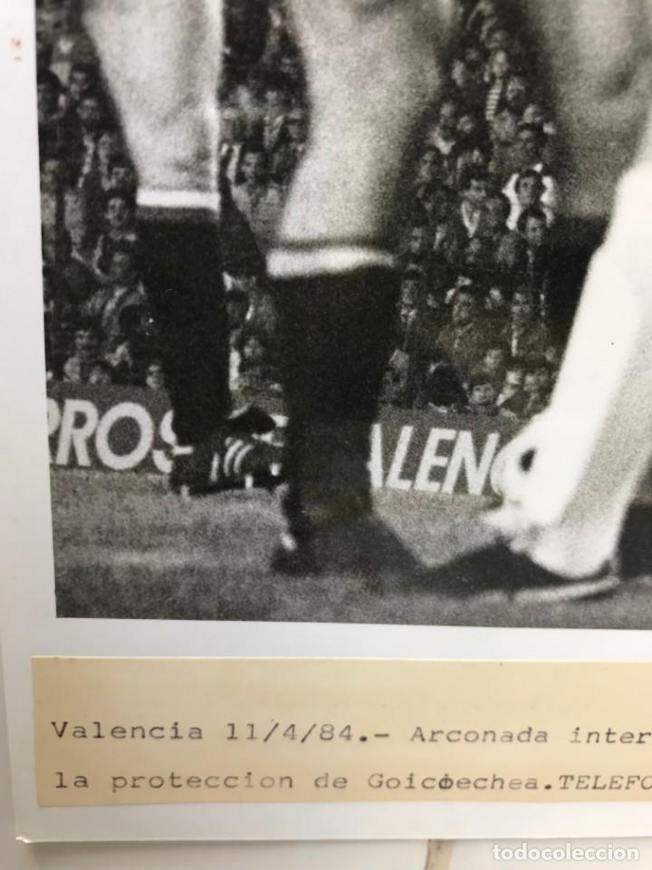 Coleccionismo deportivo: 27 FOTOGRAFIAS FUTBOL SELECCION ESPAÑOLA - AÑOS 1980 - ARCONADA, MICHEL, SATRUSTEGUI, SANTILLANA,... - Foto 70 - 133902658