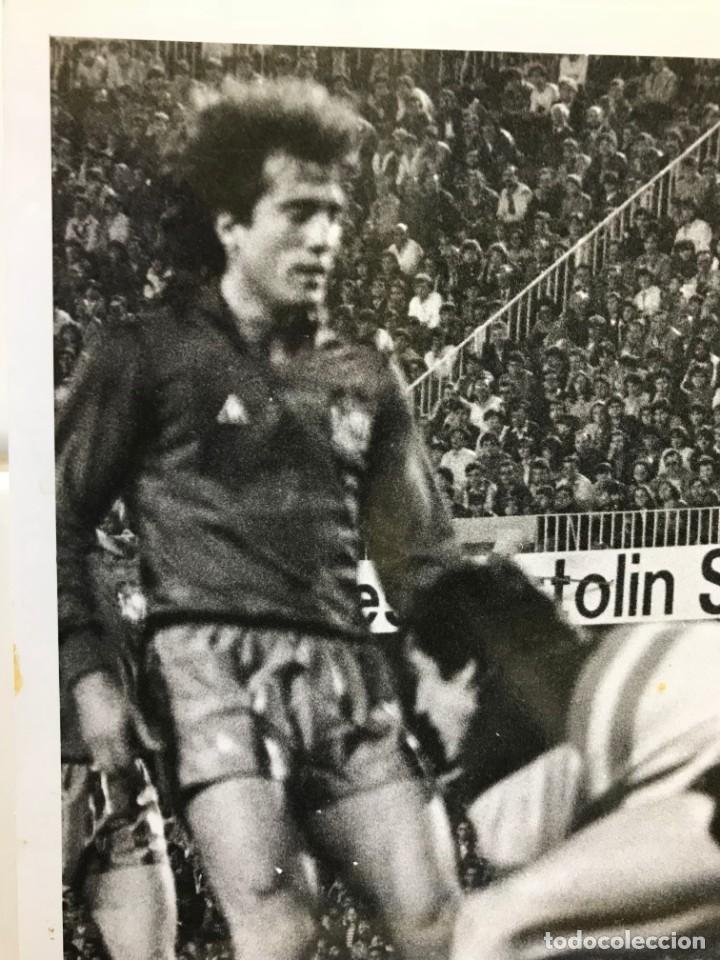 Coleccionismo deportivo: 27 FOTOGRAFIAS FUTBOL SELECCION ESPAÑOLA - AÑOS 1980 - ARCONADA, MICHEL, SATRUSTEGUI, SANTILLANA,... - Foto 71 - 133902658
