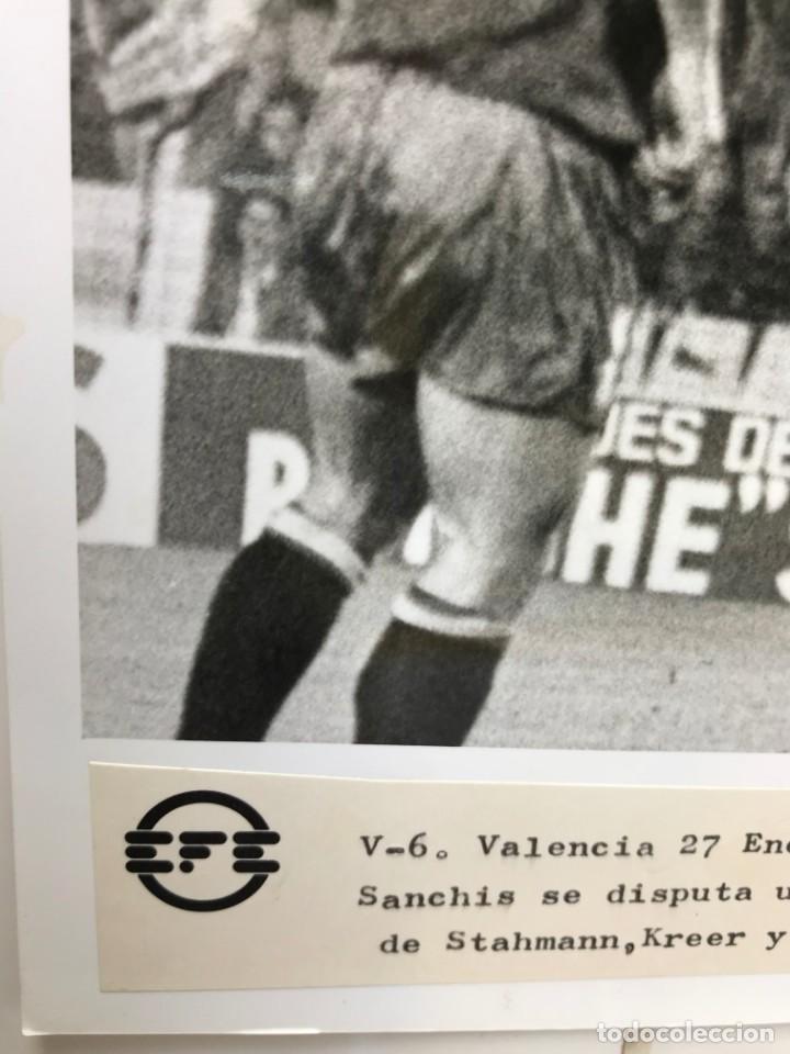 Coleccionismo deportivo: 27 FOTOGRAFIAS FUTBOL SELECCION ESPAÑOLA - AÑOS 1980 - ARCONADA, MICHEL, SATRUSTEGUI, SANTILLANA,... - Foto 73 - 133902658