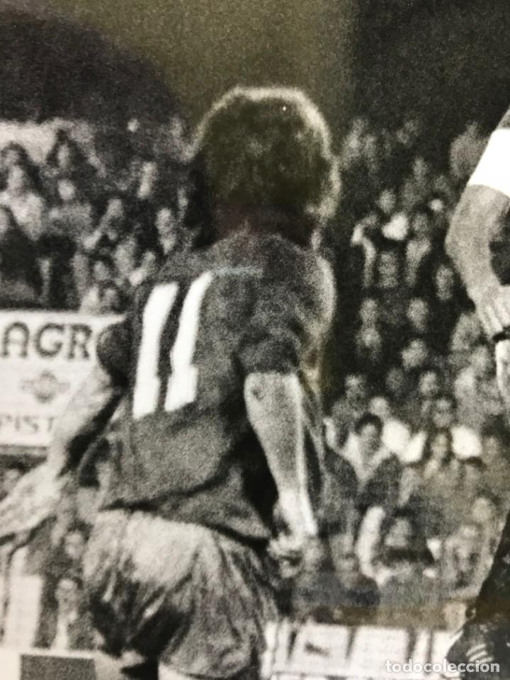Coleccionismo deportivo: 27 FOTOGRAFIAS FUTBOL SELECCION ESPAÑOLA - AÑOS 1980 - ARCONADA, MICHEL, SATRUSTEGUI, SANTILLANA,... - Foto 75 - 133902658