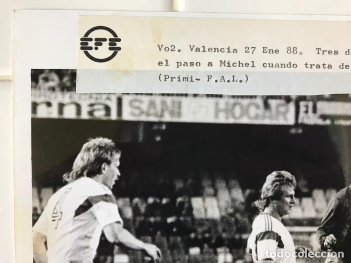 Coleccionismo deportivo: 27 FOTOGRAFIAS FUTBOL SELECCION ESPAÑOLA - AÑOS 1980 - ARCONADA, MICHEL, SATRUSTEGUI, SANTILLANA,... - Foto 77 - 133902658