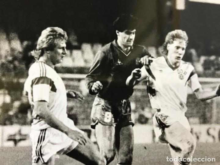 Coleccionismo deportivo: 27 FOTOGRAFIAS FUTBOL SELECCION ESPAÑOLA - AÑOS 1980 - ARCONADA, MICHEL, SATRUSTEGUI, SANTILLANA,... - Foto 78 - 133902658