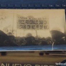 Coleccionismo deportivo: ANTIGUA FOTOGRAFIA MANIFESTACION FRANCO A FAVOR ALFEREZ CADIZ MILITAR POLICIA . Lote 133967194