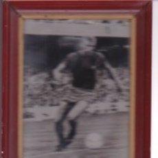 Coleccionismo deportivo: BARÇA: FOTO ENMARCADA, FIRMADA Y DEDICADA DE CHARLY REXACH. 1968. Lote 134395326