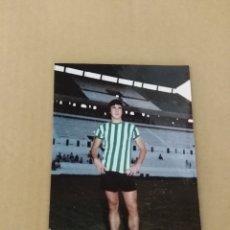Coleccionismo deportivo: FOTOGRAFIA BETIS HUGO CABEZAS TRASERA SELLO. Lote 134753294