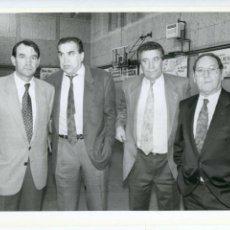 Coleccionismo deportivo: VICENTE MIERA, MARCOS ALONSO MARQUITOS, PACHÍN Y FRANCISCO GENTO REAL MADRID 1993 FOTO M. BUSTAMANTE. Lote 136308898