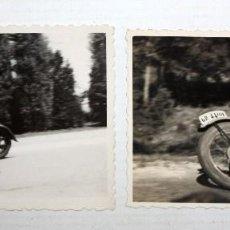 Coleccionismo deportivo: PAREJA DE ANTIGUAS FOTOGRAFIAS DE LOS AÑOS 40. CARRERAS DE MOTOS. 6,2 CM. X 8,7 CM.. Lote 136541962