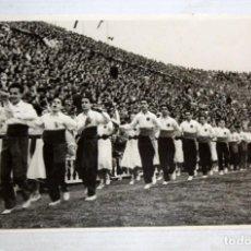 Coleccionismo deportivo: FOTOGRAFIA ORIGINAL DE LA CELEBRACIÓN DEL 50 ANIVERSARIO DEL FC BRCELONA. AÑO 1949. 11,5 X 17,8. Lote 136676782