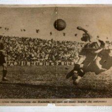 Coleccionismo deportivo: ANTIGUA FOTOGRAFIA DE UN PARTIDO DEL FC BARCELONA. 12,6 CM. X 17,4 CM. AÑOS 40-50. Lote 136800742
