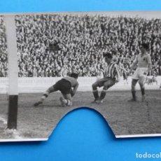 Coleccionismo deportivo: ANTIGUA FOTOGRAFIA FUTBOL VALENCIA C.F. - AT. AVIACION - AÑO 1942 - PIO, JUAN RAMON. Lote 137549310