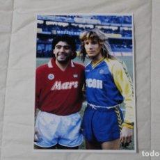 Coleccionismo deportivo: FOTOGRAFÍA FÚTBOL DE DIEGO MARADONA Y CLAUDIO CANIGGIA. PARTIDO NÁPOLES Y HELLAS VERONA.. Lote 121142159