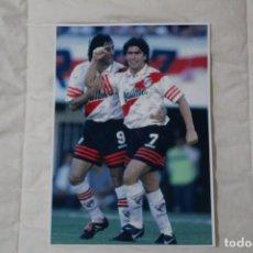 Coleccionismo deportivo: FOTOGRAFÍA FÚTBOL MARCELO SALAS Y ENZO FRANCESCOLI. ETAPA EN RIVER PLATE ARGENTINA. Lote 138016918