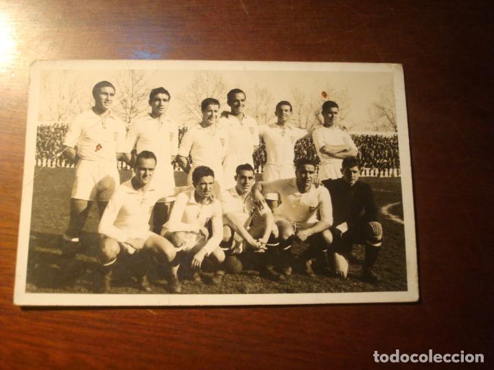FOTOGRAFIA DEL SEVILLA C.F PRINCIPIO AÑOS 40 EN LA TRACERA SE LEE LA ALINEACION (Coleccionismo Deportivo - Documentos - Fotografías de Deportes)