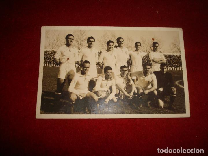 Coleccionismo deportivo: fotografia del sevilla c.f principio años 40 en la tracera se lee la alineacion - Foto 3 - 139466102