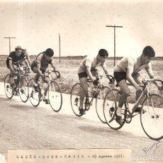 Coleccionismo deportivo: FOTOGRAFÍA ORIGINAL CICLISMO CÁDIZ 1957. Lote 139708474