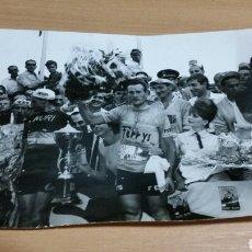 Coleccionismo deportivo - Antigua fotografía original blanco y negro equipo ciclista ferrys kas inuri años 60 - 141135217