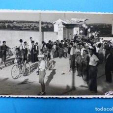 Coleccionismo deportivo: VALENCIA - CARRERA CICLISMO - VISTA - FOTOGRAFICA - AÑOS 1950-60, FOTO CALVO. Lote 141923038
