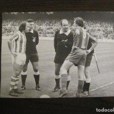 Coleccionismo deportivo: FC BARCELONA-FOTOGRAFIA ANTIGUA ORIGINAL REPORTER GRAFICO SEGUI-CRUYFF-VER FOTOS-(V-15.325). Lote 142444886