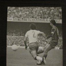 Coleccionismo deportivo: FC BARCELONA-FOTOGRAFIA ANTIGUA ORIGINAL REPORTER GRAFICO SEGUI-CRUYFF-VER FOTOS-(V-15.328). Lote 142445918