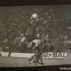 Coleccionismo deportivo: FC BARCELONA-FOTOGRAFIA ANTIGUA ORIGINAL REPORTER GRAFICO SEGUI-VER FOTOS-(V-15.330). Lote 142446738
