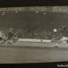 Coleccionismo deportivo: FC BARCELONA -FOTOGRAFIA ANTIGUA ORIGINAL REPORTER GRAFICO SEGUI-VER FOTOS-(V-15.343). Lote 142448406