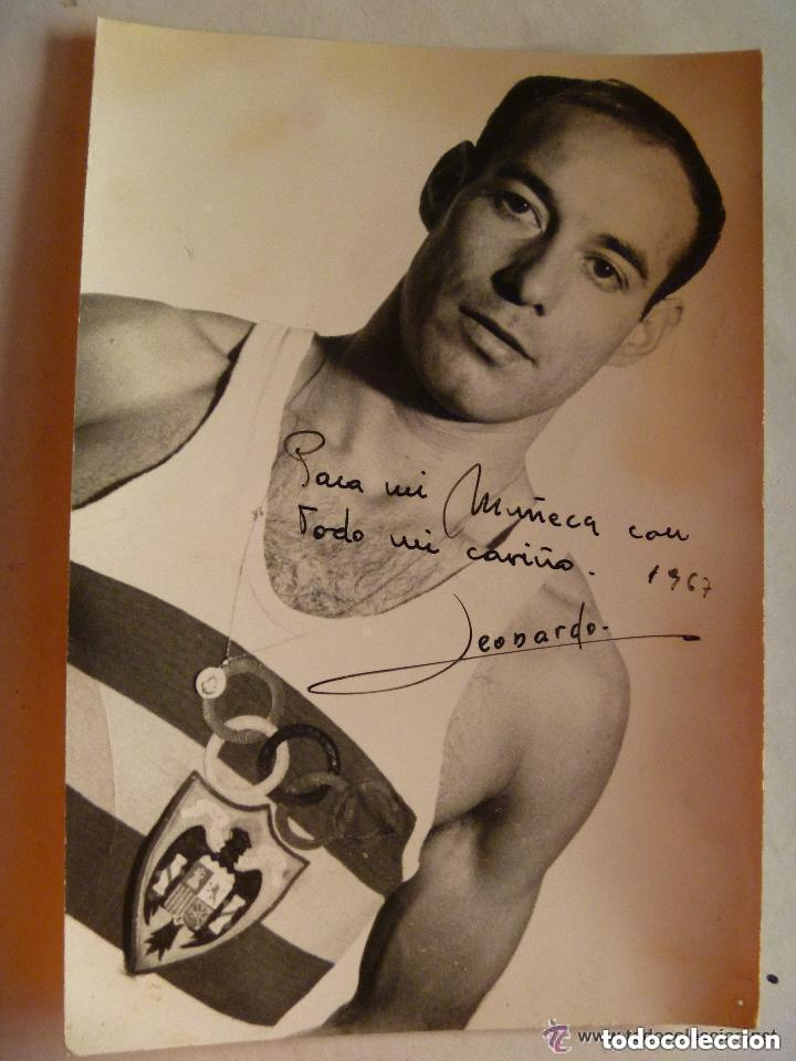 RETRATO DE ATLETA DEL EQUIPO OLIMPICO ESPAÑOL, EPOCA DE FRANCO, 1967. DE FINEZAS , VALENCIA. (Coleccionismo Deportivo - Documentos - Fotografías de Deportes)
