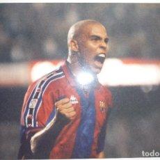 Coleccionismo deportivo: FOTO PRENSA TAMAÑO CUARTILLA F.C.BARCELONA JUGADOR RONALDO . Lote 146460458