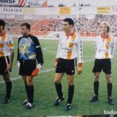 Coleccionismo deportivo: FOTOGRAFIA PRENSA TAMAÑO POSTAL SELECC.CATALANA-CAMPO NASTIC TARRAGONA.-GUARDIOLA,CRUYFF -HIJO-1995. Lote 146460586