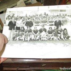 Coleccionismo deportivo: PLANTILLA FUTBOL EQUIPO EN CAMPO FOTO ANTIGUA BUIL FIRMADA . Lote 147552802